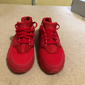 Red huraches (Nike)